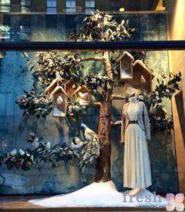 Новогодний декор витрин магазинов и шоурумов
